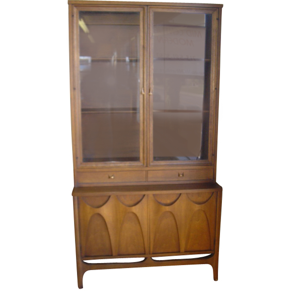 37 vintage broyhill brasilia china cabinet breakfront for China cabinet